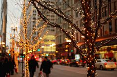 I love New York and I love free things. In case you happen to be in New York City this holiday season, here are a few free things to add to your to-do list.