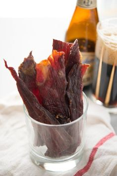 Beef jerky pairs well with beer and football and makes a great protein-packed afternoon snack. Or how about turning a batch of this Spicy Maple-Sriracha Beef Jerky into a homemade holiday gift? Jerky Recipes, Spicy Recipes, Cooking Recipes, Healthy Recipes, Healthy Food, Simple Beef Jerky Recipe, Beef Jerky Marinade, Beef Jerkey, Beef Jerky