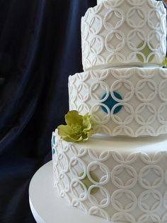 graphic circles wedding cake