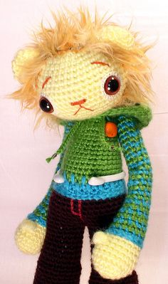 Check out Beth Doherty Super Happy crochet and make some of these