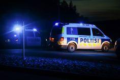 Runsas kuvien ja videoiden jakaminen rikos- ja onnettomuuspaikoilta saattaa vaikeuttaa tapausten tutkintaa | Yle Uutiset | yle.fi Van, Trucks, Vehicles, Rolling Stock, Vans, Track, Truck, Vehicle, Cars