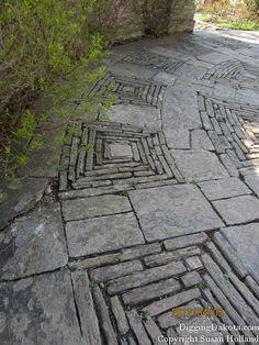 Nice patio design. Garden Paving, Garden Stones, Garden Paths, Garden Art, Garden Landscaping, Stone Path, Patio Stone, Stone Walkway, Stone Work