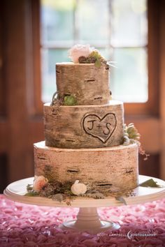 Wood inspired cake: http://www.stylemepretty.com/2015/03/14/romantic-redwood-ranch-wedding/ | Photography: Scott Campbell - http://www.scottcampbellphoto.com/