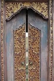 Kori Kuwadi - a traditional Balinese door style once only used by the royal family and Brahmana (Hindu priests) on saka roras buildings.  The style is now widely manufactured.  -kc