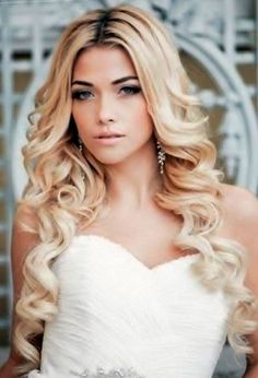 honestly I want my wedding hair to be something like this. Simple and long :)