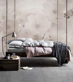 Lasciati ispirare dalla selezione di letti matrimoniali per arredare una camera da letto dal gusto romantico. Letti a baldacchino, letti in tessuto, letti con rivestimento in capitonné, le migliori soluzioni di design.