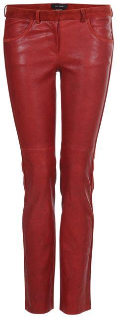 Lederhose von ISABEL MARANTSchmal geschnittene Lederhose des Pariser Labels  Isabel Marant. Die stretchige Hose mit Gürtelschlaufen wurde aus besonders weichem Lammleder gefertigt. Die Bikerhose aus Glattleder verfügt zusätzlich über Zierelemente in Veloursleder an Saum und Nähten. Neben seitlichen Eingriffstaschen auf der Vorderseite vefügt die knöchellange Stretchhose über zwei angedeutete Gesäßtaschen. Sie schließt mittels Reißverschluss und Häckchen. Für einen angenehmen Tragekomfort ...
