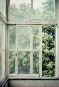 http://www.mobilehomerepairtips.com/mobilehomewindowpanereplacement.php has advice for the diy homeowner on what windows are available in the marketplace when it's time to install a replacement.
