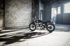"Kawasaki W650 Brat Style ""Screaming sushi"" by 4h10 #motorcycles #bratstyle #motos | caferacerpasion.com"