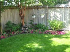 Backyard privacy fence landscaping ideas on a budget (11) #landscapingideas #LandscapingIdeas