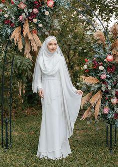 The premier destination for modest fashion wear. Muslimah Wedding Dress, Muslim Wedding Dresses, Muslim Brides, Wedding Hijab, Dream Wedding Dresses, Bridal Hijab, Muslim Couples, Niqab, Malay Wedding Dress