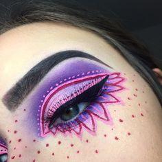 purple and pink flower eyeshadow | makeup // pinterest: joiespooks