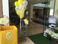 Festas Personalizadas em Brasília: Pintinho Amarelinho No Bake Cake, Baking Recipes, Cake Baking, Party Ideas, Baby Chickens, Yellow, Fiestas, Power Strip, Ideas