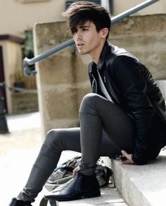 The young gay dude — alexeivtoroi: Erik Mardes Skinny Guys, Ripped Skinny Jeans, Super Skinny Jeans, Skinny Pants, Leather Jeans Men, Leather Jacket Outfits, Black Leather, Fashion Moda, Style Fashion