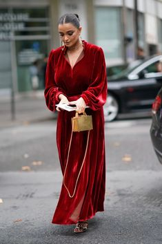 There's no denying velvet dresses are a must for the winter season. Here are 10 velvet dress outfits for your next holiday party. Holiday Party Dresses, Holiday Outfits, Holiday Parties, Dress Dior, Dress Outfits, Fashion Dresses, Velvet Fashion, Winter Dresses, Stylish Outfits
