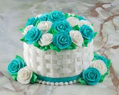 Flower basket cake recipe with Butter cream Cake Decorating Designs, Cake Decorating Techniques, Cake Designs, Decorating Tools, Basket Weave Cake, Flower Basket Cake, Cake Basket, Cake Icing, Buttercream Cake
