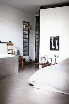 Industrial look and concrete floor - via Coco Lapine