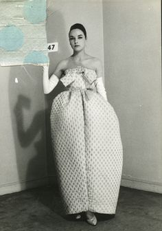 BALENCIAGA Amphora dress, Summer collection 1959, passage N°47