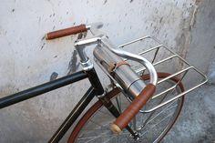 Ultima creazione della ucyclesbiciclette artigianali, é il modello11F1, una porteur veloce realizzata su un telaio pista in acciaio Columbus Cromor, con saldature fillet brazed e particolari in acciaio inox. La finitura del telaio é realizzata con un esclusivo processo di...