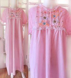 Vintage 60s Pink Cotton Nightgown   Size M L 2a02566ec