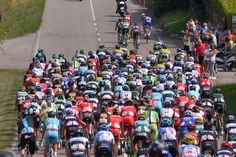 Vuelta a España 2014 - Stage 15: Oviedo - Lagos de Covadonga 152.2km - An attack off the front of the bunch
