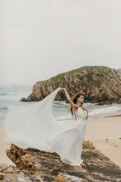 This beach styled shoot was inspired by the passion of the free spirit. We can't get over how incredible this is! Photo by Paula O'Hara Beach Photography, Artistic Photography, Film Photography, Photography Ideas, Romantic Beach Photos, Beach Pink, Summer Beach, Water Shoot, Beach Portraits