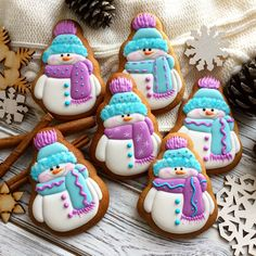 Spread the love Snowmen gingerbread cookies by . Aren't they cute and lovely? How would you rate them from 1 to ⛄ . Christmas Sugar Cookies, Christmas Sweets, Noel Christmas, Holiday Cookies, Christmas Baking, Gingerbread Cookies, Snowman Cookies, Cupcakes, Cupcake Cookies