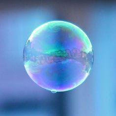 'Bubble' by John Velocci Macro Photography, Creative Photography, Bubble Magic, Bubble Pictures, Bubble Painting, Ocean Wallpaper, Iphone Wallpaper, Water Globes, Macro Flower