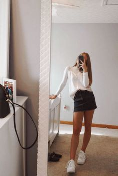 teenager outfits for school ~ teenager outfits ; teenager outfits for school ; teenager outfits for school cute Teen Fashion Outfits, Look Fashion, Trendy Outfits, Teenage Girls Fashion, Teen Fashion Fall, Teenage Girl Clothes, Fashion For Teens, Denim Outfits, Teen Fashion