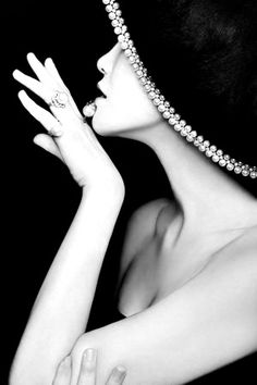 Portrait - Fashion - Editorial - Hat - Black and White - Photography - Pose Idea