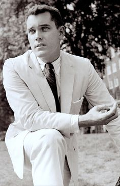Savy JEFFREY HUNTER wearing  an Ivy style suit with raised seams. From The Ivy Look by Graham Marsh and Tony Nourmand. (minkshmink)