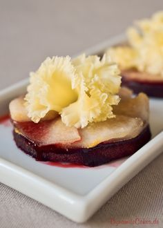 Gebackene Rote Bete mit Birnen und Tête de Moine Baked beetroot is a completely new and completely d Greek Recipes, Egg Recipes, Asian Recipes, Finger Food Appetizers, Appetizer Recipes, Simple Appetizers, Seafood Appetizers, Cheese Appetizers, Party Appetizers