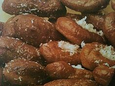Recipe for traditional Cape Malay koeksisters (doughnuts) rolled in coconut. Tofu Recipes, Baking Recipes, Recipies, Koeksister Recipe South Africa, Koeksisters Recipe, African Dessert, British Baking, South African Recipes, Ramadan Recipes
