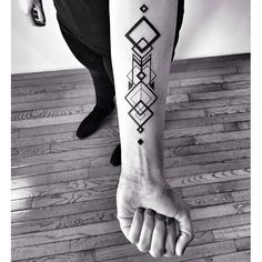 So gorgeous.  Patterned forearm tattoo. <3