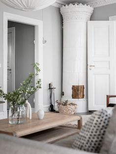 neutral home decor Living Room Scandinavian, Scandinavian Home Interiors, Modern Farmhouse Interiors, Interior Decorating, Interior Design, Decorating Blogs, Interior Inspiration, Transitional Decor, Home And Living
