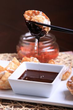 Peanut Butter and Sambal Wontons with Chocolate Sauce from Olives for Dinner! Vegan Dessert Recipes, Delicious Vegan Recipes, Whole Food Recipes, Delicious Desserts, Dinner Recipes, Chocolate Dipping Sauce, Vegan Peanut Butter, Vegan Treats, Vegan Food