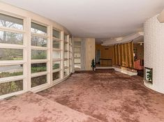 Four-bedroom 1950s midcentury modern property in Indianapolis, Indiana, USA -I've actually passed by this place! Wish I had the money to buy and update this place!