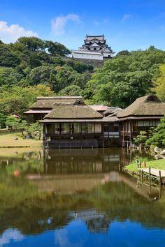 散策が楽しい城下町!彦根のおすすめ観光スポット10選 Japanese Castle, Shiga, Japanese Architecture, Wood Art, Castles, Wander, Around The Worlds, Lost, Exterior