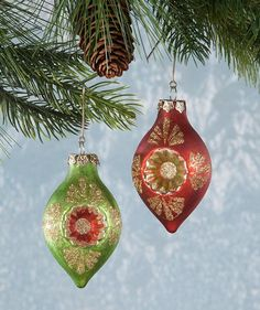 Vintage Christmas, Country Christmas figurines, Old Fashioned Christmas ornaments and retro Christmas party decorations. Find Christmas decorating ideas here! Old Fashion Christmas Tree, Christmas Tree Pictures, Old Fashioned Christmas, Christmas Deer, Retro Christmas, Country Christmas, Christmas Bulbs, Lowes Christmas Decorations, Painted Christmas Ornaments