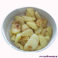 Schwenkkartoffeln - Rezept  Schwenkkartoffeln sind ein klassisches Kartoffel-Rezept für eine Beilage vegetarisch vegan laktosefrei Fruit Salad, Oatmeal, Breakfast, Food, Delicious Vegan Recipes, Cooking, Potato Soup, Potato Salad, Side Dishes