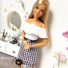 ✨Carol✨❤️ . . . . . . . #adultcollector #barbiefashion #barbiedolls #instadoll #rement #lookstyle #barbiefashionistas #cacheadas… Barbie Fashionista Dolls, Barbie Dolls, Dolls Dolls, Crochet Barbie Patterns, Barbie Playsets, Barbie Kitchen, Barbie Life, Barbie Collector, Barbie Clothes