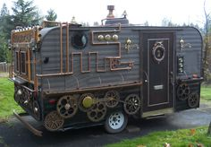 Steampunk Caravan; I would love to see inside>>>