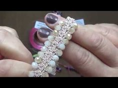 BRACCIALE AD UNCINETTO -FILATO FILI E FORME [TUTORIAL] Diy Necklace Bracelet, Crochet Bracelet, Diy Jewelry, Beaded Jewelry, Beaded Bracelets, Crochet Stitches Patterns, Crochet Designs, Wire Crochet, Bijoux Diy