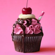 Choc Cherry Cola Cupcakes Alles bedeutet mehr mit einer Kirsche an der Spitze. Cute Desserts, Delicious Desserts, Dessert Recipes, French Desserts, Cupcake Drawing, Food Drawing, Cute Food, Amazing Cakes, Food Art