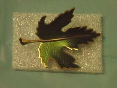 Woman Jewelry Brooch Maple Leaf Green Gold Tone Pin Tree Metal Vintage Free Ship