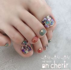 Beautiful Marble Toe Nail Designs To Wear For Autumn & Winter Toe Nail Color, Toe Nail Art, Nail Colors, Pretty Toe Nails, Cute Toe Nails, Pedicure Designs, Pedicure Nail Art, Fall Nail Art Designs, Toe Nail Designs