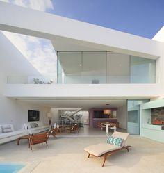 Casa AVE  / Martín Dulanto