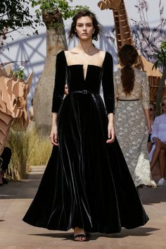 Trendy Fashion Show Dior Couture Details Ideas Dior Haute Couture, Couture Mode, Style Couture, Couture Details, Couture Fashion, Runway Fashion, Christian Dior Couture, Christian Dior Gowns, Trendy Fashion