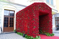 Jeff Leatham, Artistic Director of the Four Seasons Hotel George V in Paris, and his team created this 19,000 rose entrance for a wedding in Vienna. Known for his floral installations that are often compared to as contemporary art, and has been voted Best Hotel Florist in Europe for three consecutive years. This would be a great idea for an Alice in Wonderland themed wedding.