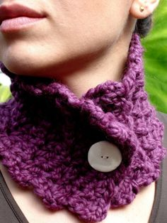 Crochet neck warmer. button closure